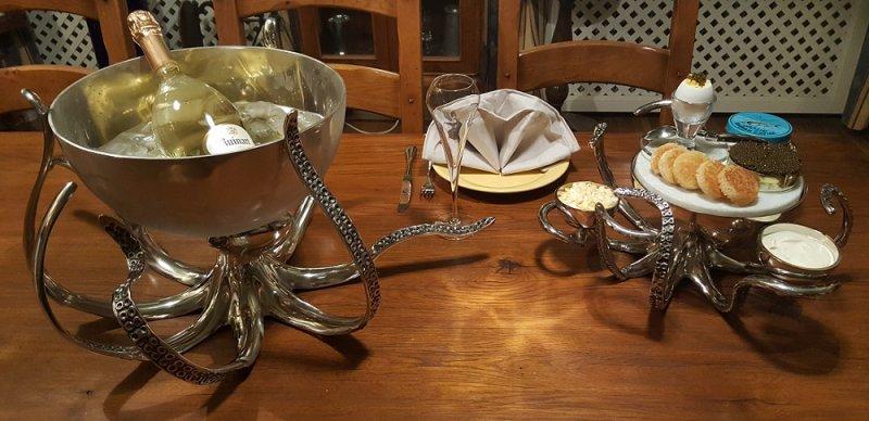 Champagnekylare och serveringsskål med bläckfisk 1cru vin antique.jpg